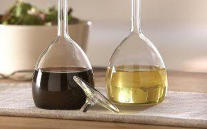 Μαγειρική σόδα και ξύδι βοηθάει για να βγάλουμε τη βαφη μαλλιων απο τα χερια