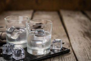 dio potiria votka me pagakia
