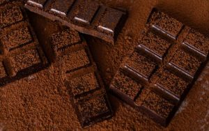 mavri sokolata, spasmeni ke paspalismeni me kakao