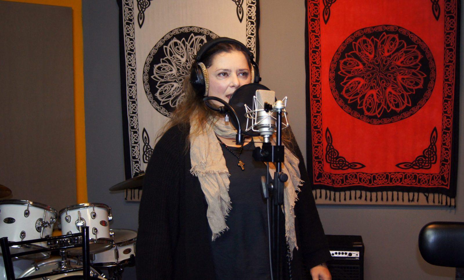 Η Δόμνα Κουντούρη στο στούντιο ηχογράφησης