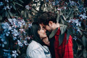 το φιλί είναι από τις πιο σημαντικές γλώσσες της αγάπης