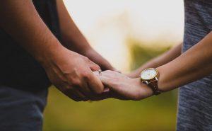 Το άγγιγμα είναι από τις σημαντικές γλώσσες της αγάπης