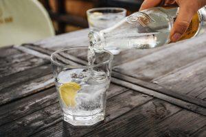 gin tonic ένα cocktail με λίγες θερμίδες