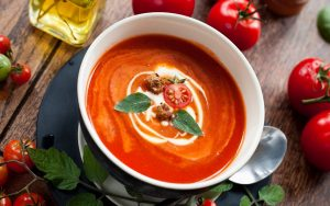 η σούπα ντομάτας έχει πολλά οφέλη στην υγεία μας