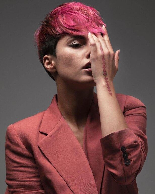 με ροζ μαλλί η νικήτρια του GNTM κάτια ταραμπάνκο