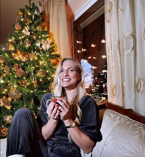 η σάρα εσκενάζυ μιλάει για τα καλύτερα χριστούγεννα