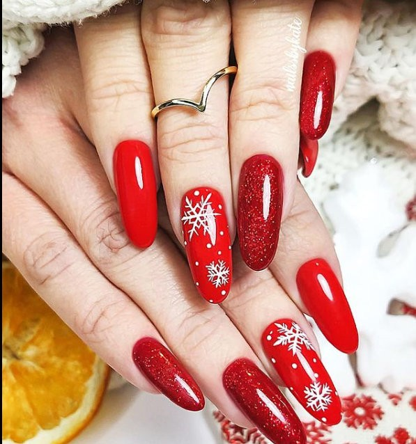 red manicure με σχέδια