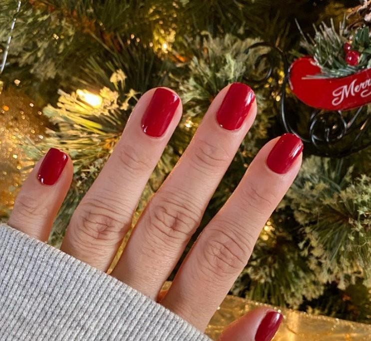 red manicure για τα χριστούγεννα