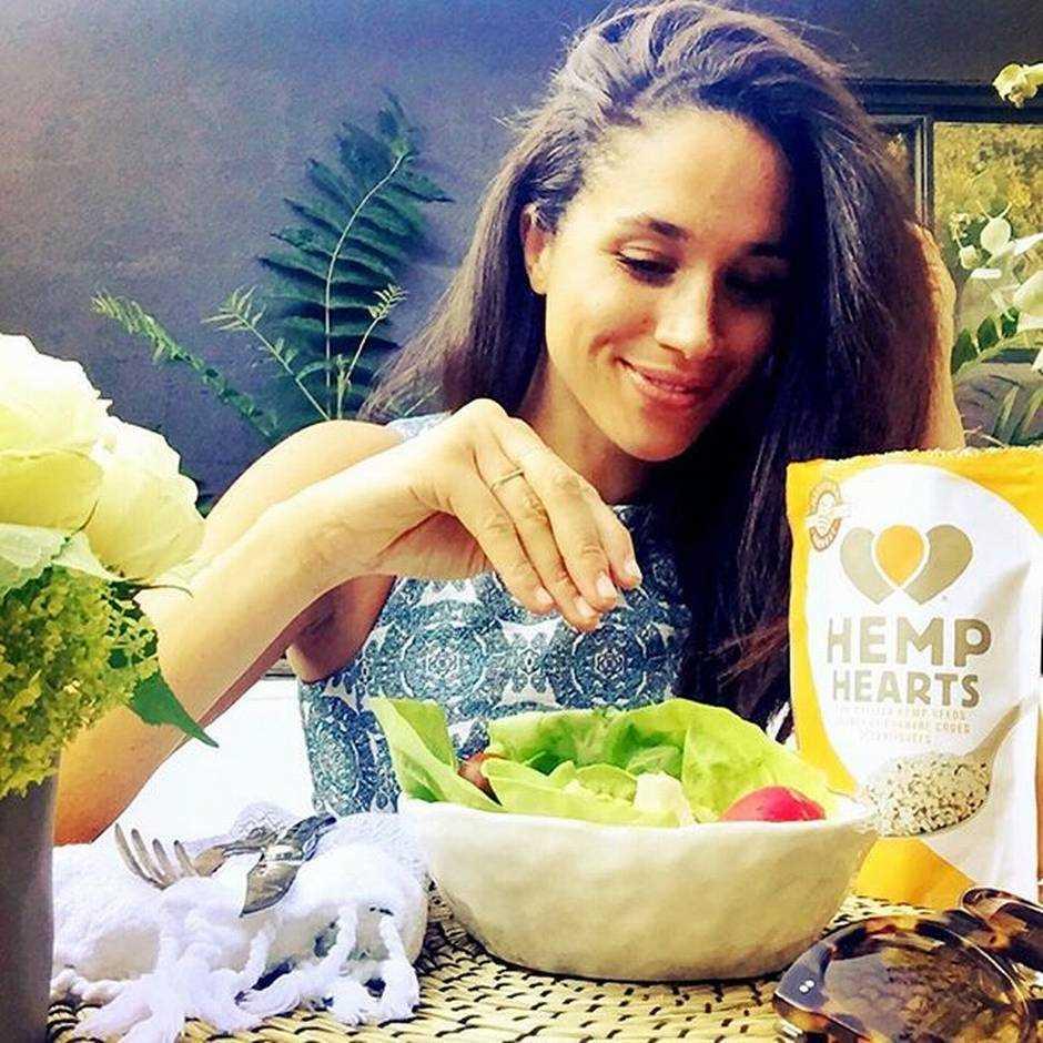 Η Meghan Markle τρώει σαλάτα