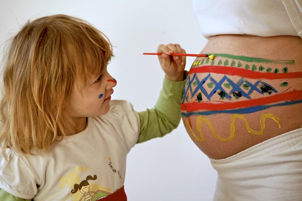 έτσι θα μιλήσετε στο παιδί σας για την εγκυμοσύνη σας