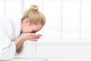 πλύσιμο προσώπου με νερό