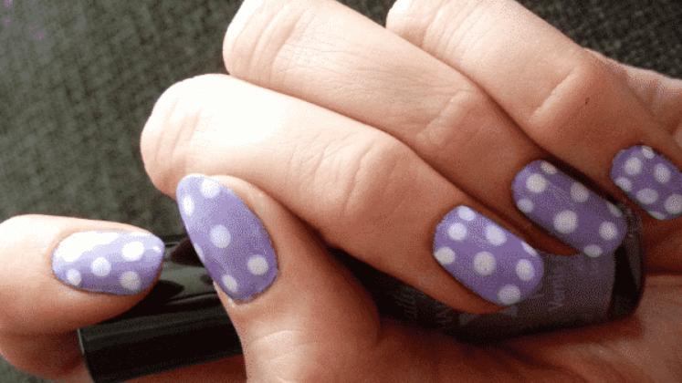 lilac με πουά
