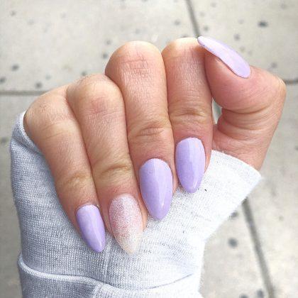 lilac σε οβάλ νύχια